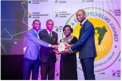 Evans-Leading-a-team-to-represent-the-VC-in-Receiving-award-for-Covenant-University